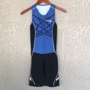 Saucony, women's sleeveless triathlon, tri suit.